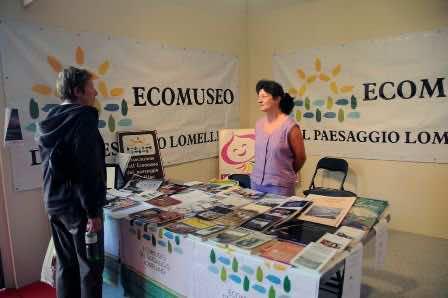 Elena Signorelli allo stand dell'Ecomuseo