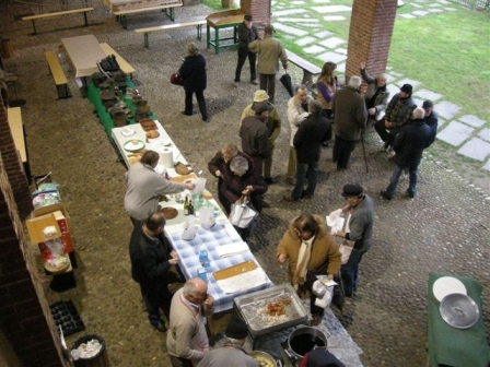 Farciò ad San Giusèp (frittelle di San Giuseppe) per tutti sotto il portico del Museo di arte e tradizione contadina di Olevano