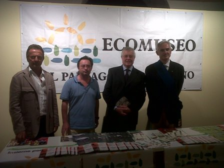 Da sinistra, Francesco Berzero (sindaco di Breme), Giovanni Fassina (presidente Ecomuseo), Giacomo De Ghislanzoni (presidente Camera di commercio) e Daniele Bosone (presidente Provincia di Pavia)