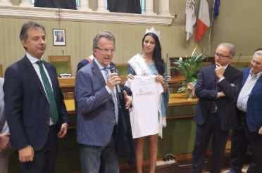 Miss Italia con la maglietta Ecomuseo